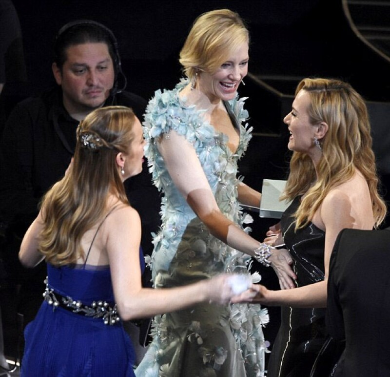 La británica se vio muy entusiasmada mientras platicaba con Cate Blanchett y Brie Larson... ¿Qué les habrá comentado?