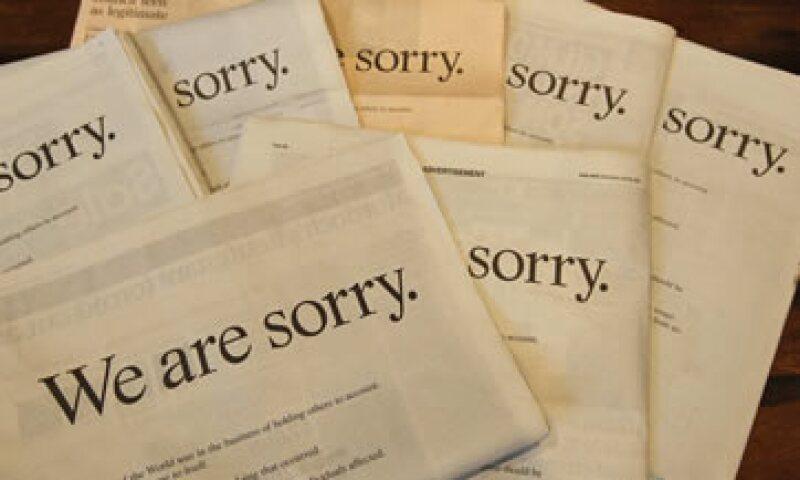 La disculpa se publicó a página completa con un mensaje personal titulado 'Pedimos perdón'. (Foto: Reuters)