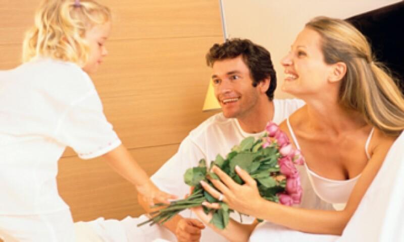 Joyería, tratamientos de belleza de lujo o accesorios son la mejor opción para deslumbrarla. (Foto: Thinkstock)