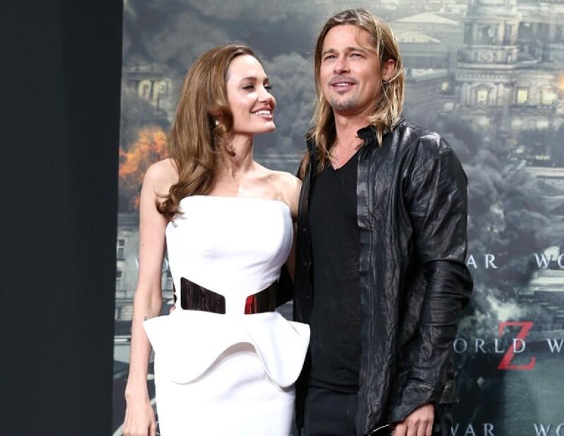 Desde la doble mastectomía de Angelina, aseguran que ambos se ha comportado como adolescentes enamorados. El actor regaló a su gran amor 4 mil 500 dólares en sexy ropa interior.