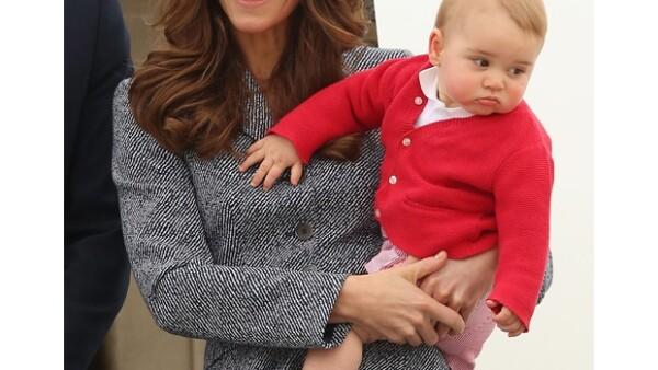 El hijo de Kate y Guillermo tiene dos pijamas inspiradas en el famoso hombre araña, pero su madre no puede ponérselos todavía al quedarle demasiado grandes.