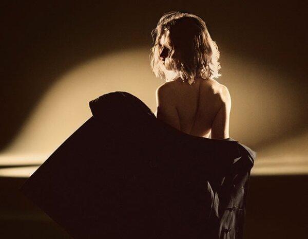 La fragancia refleja la sensualidad del famoso trench de Burberry sobre la piel desnuda.