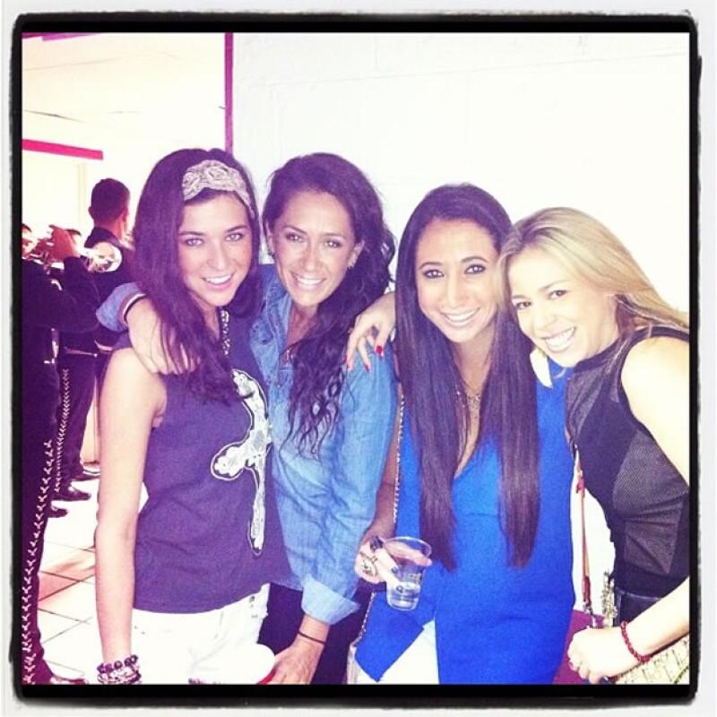Karla acude acompañada de sus amigas a los conciertos de El Potrillo.