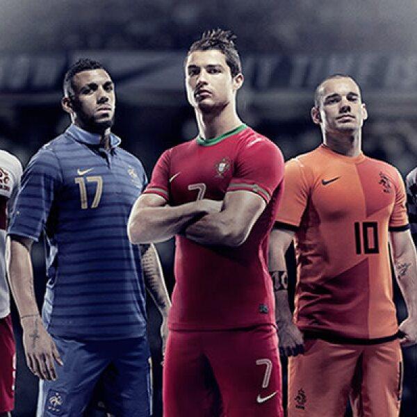 La marca deportivo presentó los nuevos uniformes de las selecciones nacionales de balompié de Croacia, Francia, Holanda, Polonia y Portugal, que disputarán la Eurocopa 2012, a iniciar el 8 de junio.