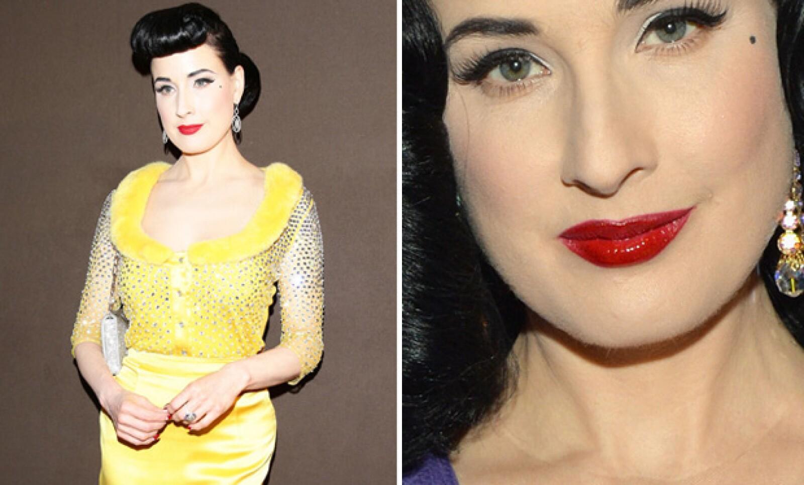 Dita Von Teese ha encontrado su sello personal en el lipstick rojo que realza sus labios.