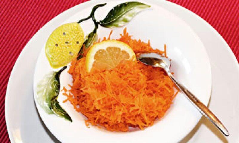 Se cree que comer los alimentos crudos ayudará al aporte de nutrientes. (Foto: Getty Images)