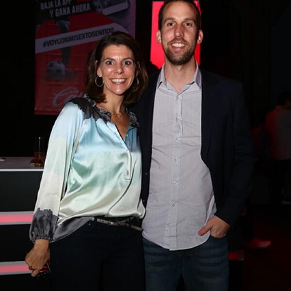 Lisa Girolamo y Joel Kordyak