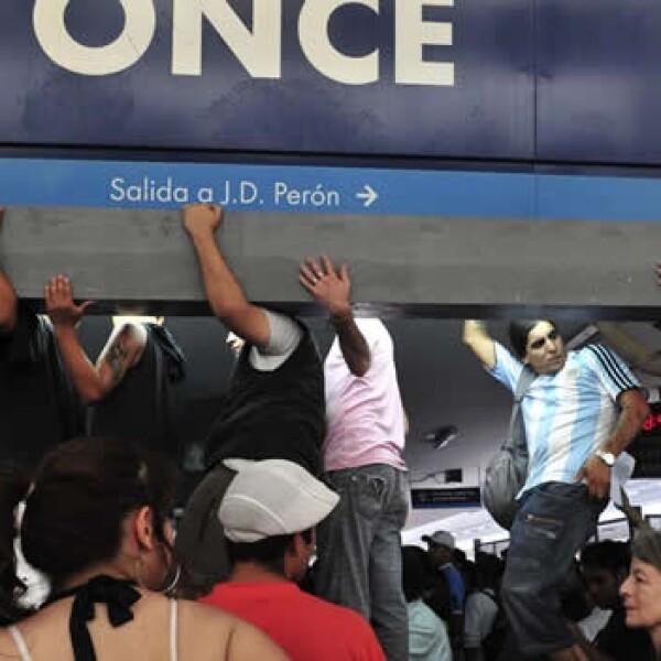 manifestacion en la estacion de trenes once