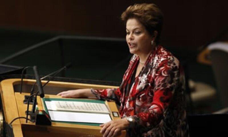 Brasil busca contener la avalancha de dólares que podría apreciar su moneda y restarle competitividad.  (Foto: Reuters)
