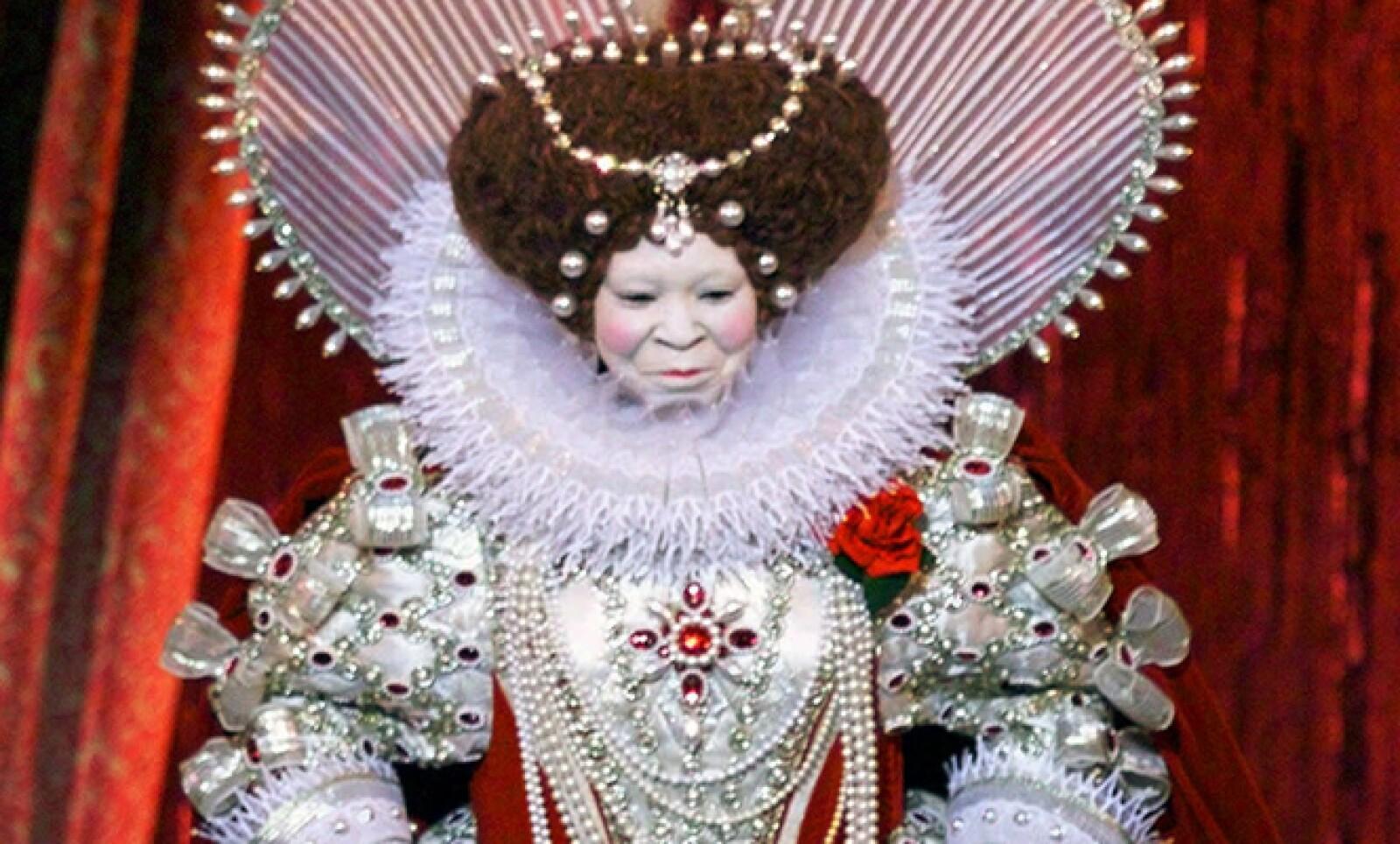 En la entrega número 71 de los Oscar, en 1999, Whoopi Goldberg fue la maestra de ceremonias. Apareció con un disfraz de la Reina Elizabeth.  Dame Judi Dench y Cate Blanchett estaban nominadas por interpretar a la monarca.