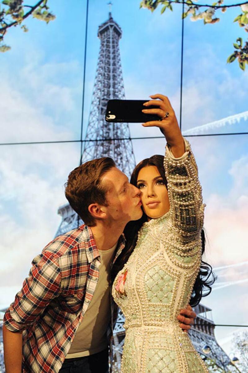 Cada visitante puso su celular en la mano de la estrella del reality.