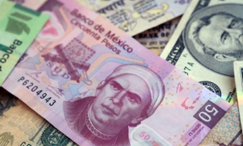 El peso llegó a caer 0.92%, a 12.9449 unidades por dólar en la jornada. (Foto: Getty Images)