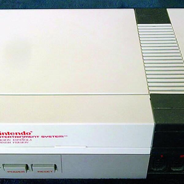 Despues de la aparición del Intellivision en México, el boom de las consolas fue gracias a Atari 2600. Títulos como Space Invaders y Pac-Man invadieron los cuartos de ruidos y colores. Para fines de la década, Nintendo Electronic System marcó el reinado d