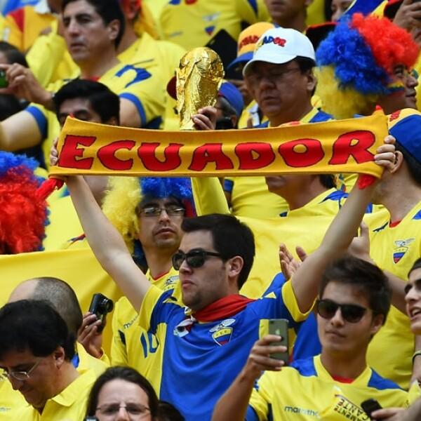 Los seguidores de la selección ecuatoriana alentaron a su equipo con cánticos durante el partido
