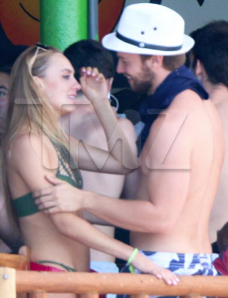 Luego de ser captado muy cariñoso del brazo de su supuesta mejor amiga, Patrick Schwarzenegger ahora es captado con su ex novia, también en Cabo.