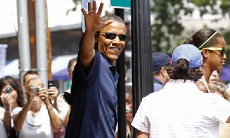 Obama fue criticado por tomar vacaciones en una isla donde descansan los ricos, cuando EU tiene 14 millones de desempleados. (Foto: Reuters)