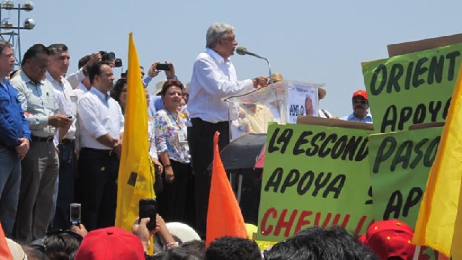 López Obrador realizó un mitin en Macuspana como acto de campaña
