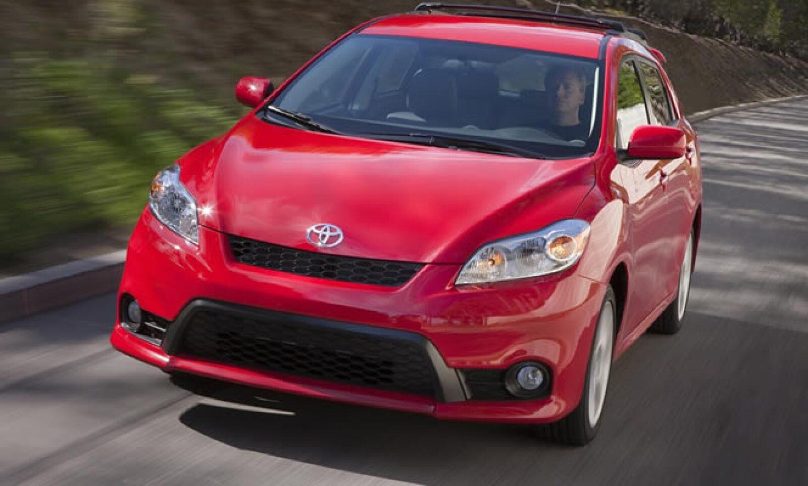 La japonesa introdujo la nueva versión de uno de sus modelos más exitosos en el mercado estadounidense. Estará disponible en 2 motores, uno de 1.8 litros y uno de 2.4 litros, capaces de entregar hasta 132 y 158 caballos de fuerza, respectivamente. Disponi
