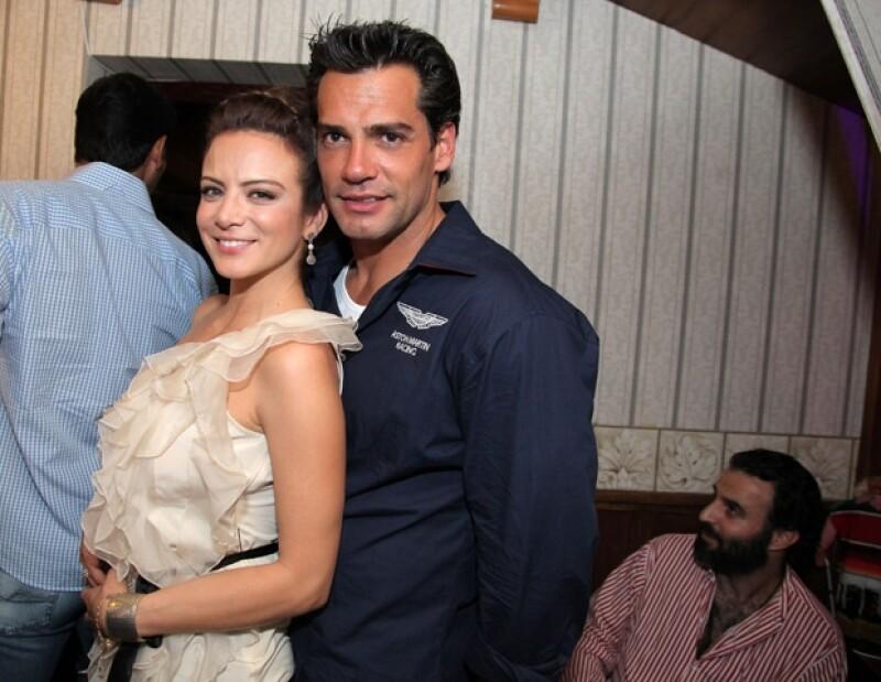 """Entre los invitados de honor, llegó Cristián de la Fuente, coprotagonista de la anfitriona en la telenovela """"Amor Bravío""""."""