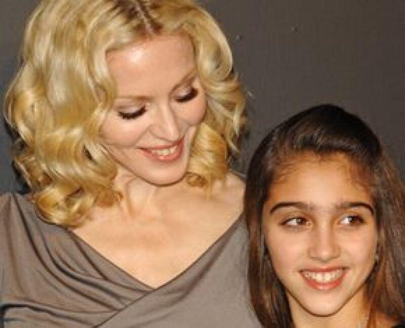 Durante su concierto en Nueva York, apareció portando unos lentes como los de su hija.