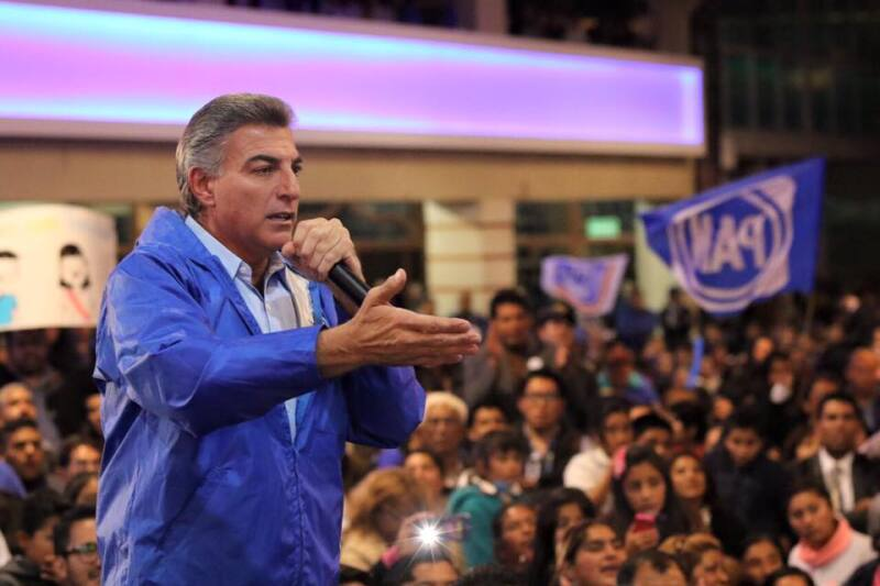 El candidato del partido blanquiazul tiene apoyo de un grupo de perredistas acusados de ser cercanos a Moreno Valle.