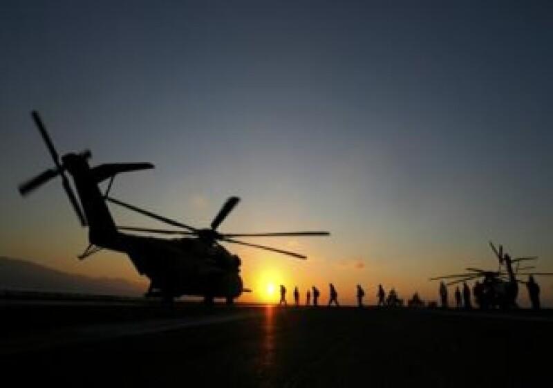Elementos de la marina de EU se dirigieron a la isla por medio de helicópteros. (Foto: Reuters)