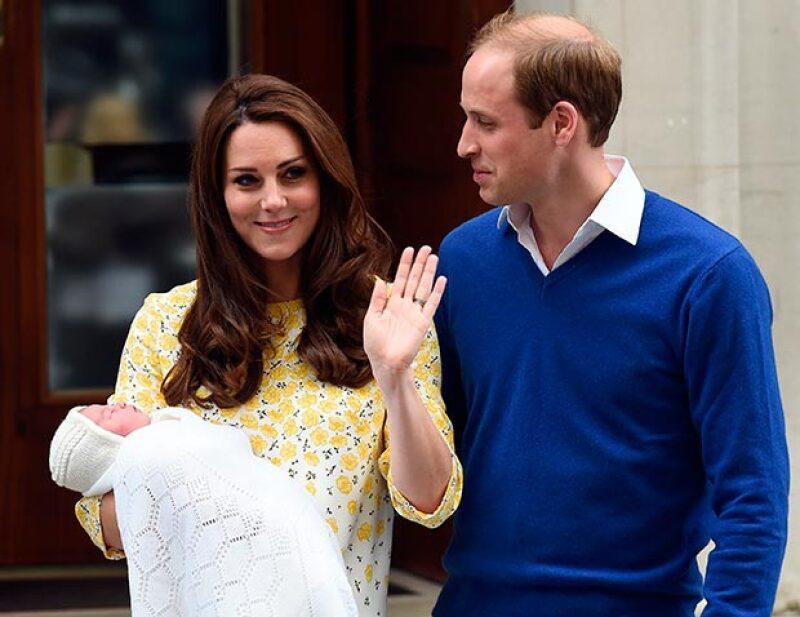 Cincuenta mil pesos costó al arreglo personal de la duquesa de Cambridge para la presentación de su bebé, según informan medios internacionales.