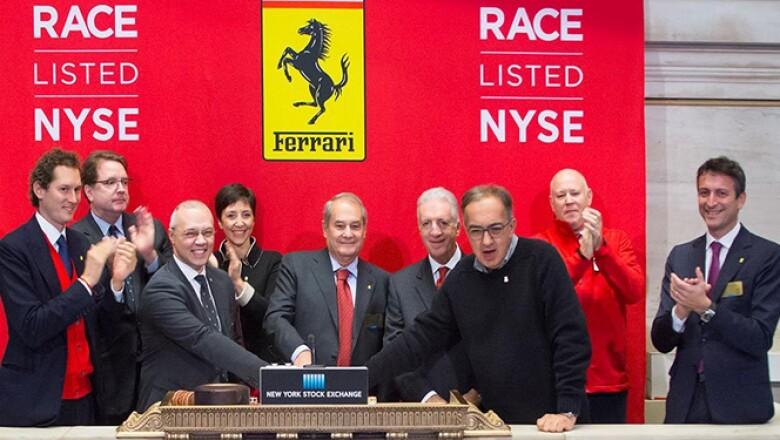 Estuvieron Sergio Marchionne, CEO de FCA (suéter negro) y Piero Ferrari, vicepresidente de Ferrari (a la izquierda de Marchionne).