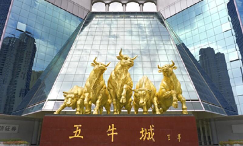 La OCDE anticipó que China superará a EU como la economía más grande del mundo en 2016. (Foto: Getty Images)