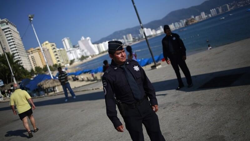 Agentes de la Gendarmería realizan labores de seguridad en Acapulco