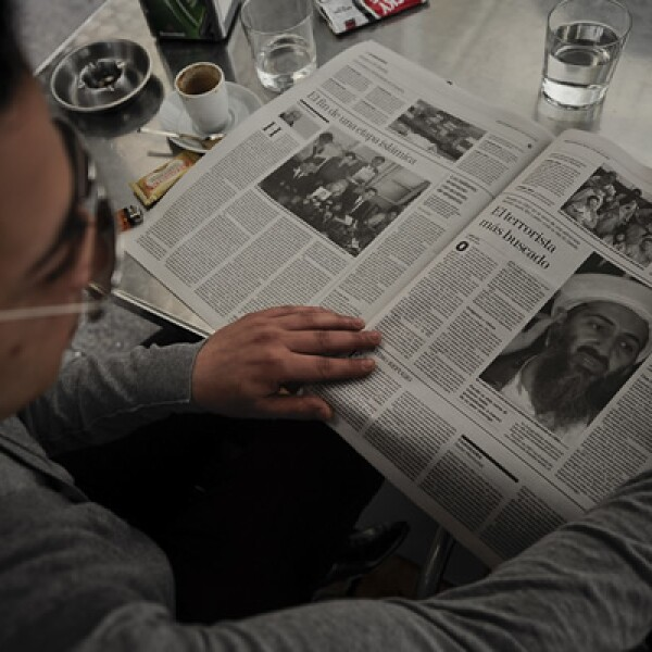 La foto de Osama bin Laden se difundió en medios de comunicación alrededor del mundo. El fundador del movimiento yihaidista Al-Qaeda aceptó la responsabilidad del ataque del 9/11, lo que desató una persecución que duraría casi 10 años.
