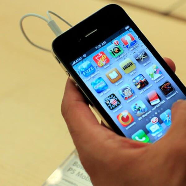 El iPhone, sin embargo, enfrenta una serie de nuevos competidores, incluidos Motorola Inc y HTC, diseñando aparatos de alta tecnología basados en el software Android de Google Inc.