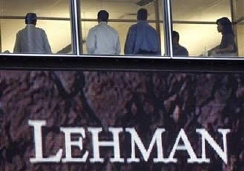 Bancos como Lehman Brothers tomaron riesgos excesivos para competir con bancos de inversión. (Foto: Reuters)