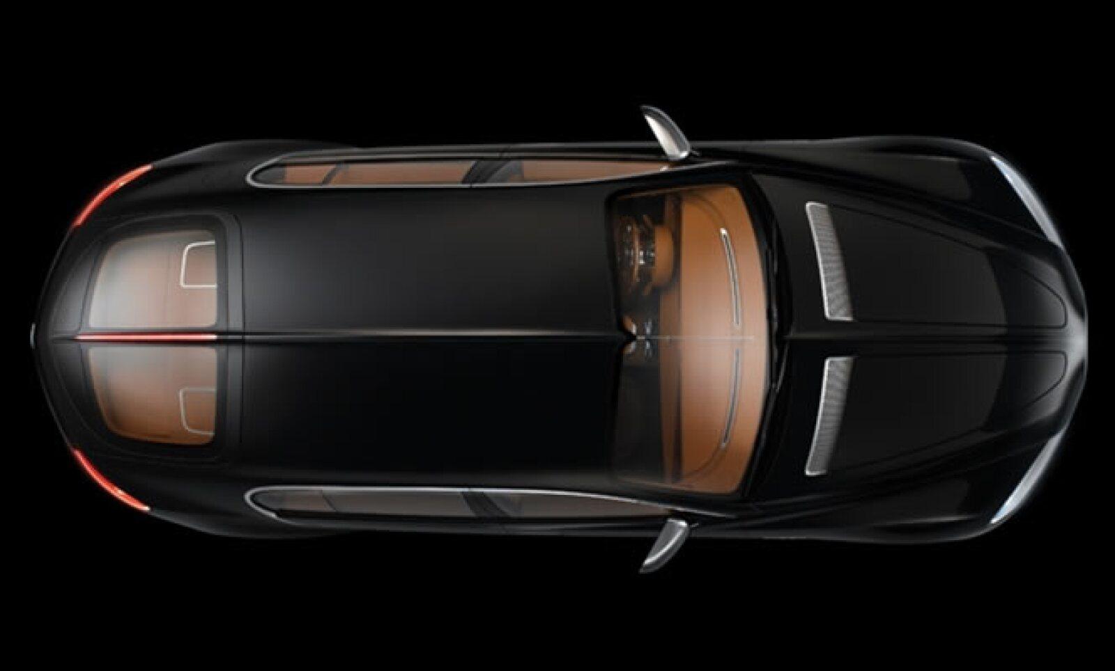 Para este Concept-Car de cuatro puertas, Bugatti utiliza una mezcla de piezas de fibra de carbono y aluminio, pintado en el Atlántico Negro.