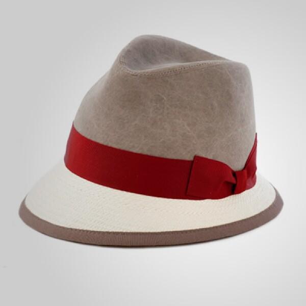 La clase va de pies a cabeza: demuéstrala con este sombrero con un pequeño detalle en rojo.
