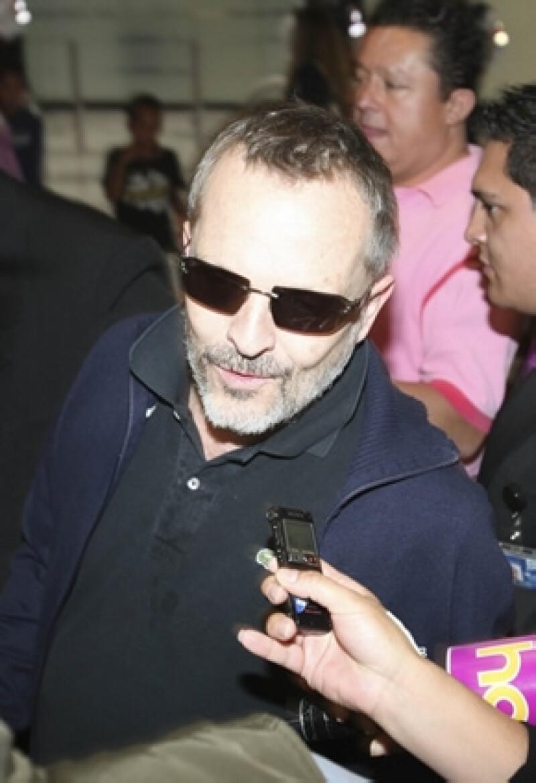 """El cantante español actualmente participa en el reality """"La Voz México"""" y comentó que es algo que le trae grandes beneficios."""