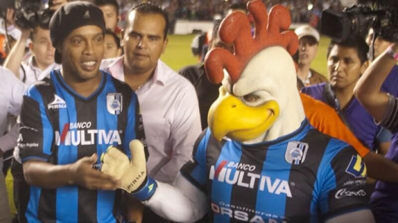astro del futbol Ronaldinho fue blanco de un comentario racista por parte de un militante panista de Querétaro