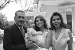 Es la única hija de Manlio Fabio Beltrones Rivera y Sylvia Sánchez.