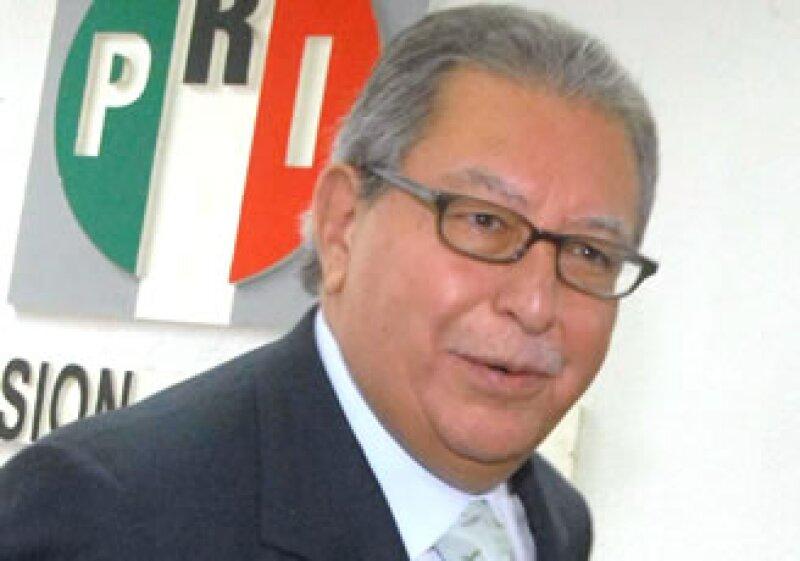 El coordinador de diputados del PRI, Francisco Rojas, dio a conocer la postura de su partido. (Foto: Notimex)