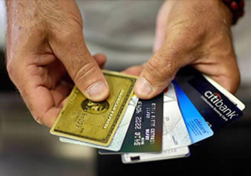 """Las nuevas regulaciones sí permitirán mayores cobros si el consumidor muestra un patrón de violaciones """"repetidas"""". (Foto: Cortesía CNNMoney)"""