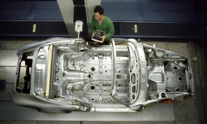 La industria automotriz contribuye con alrededor de 4% del PIB de México, de acuerdo con Barclays.  (Foto: Getty Images)