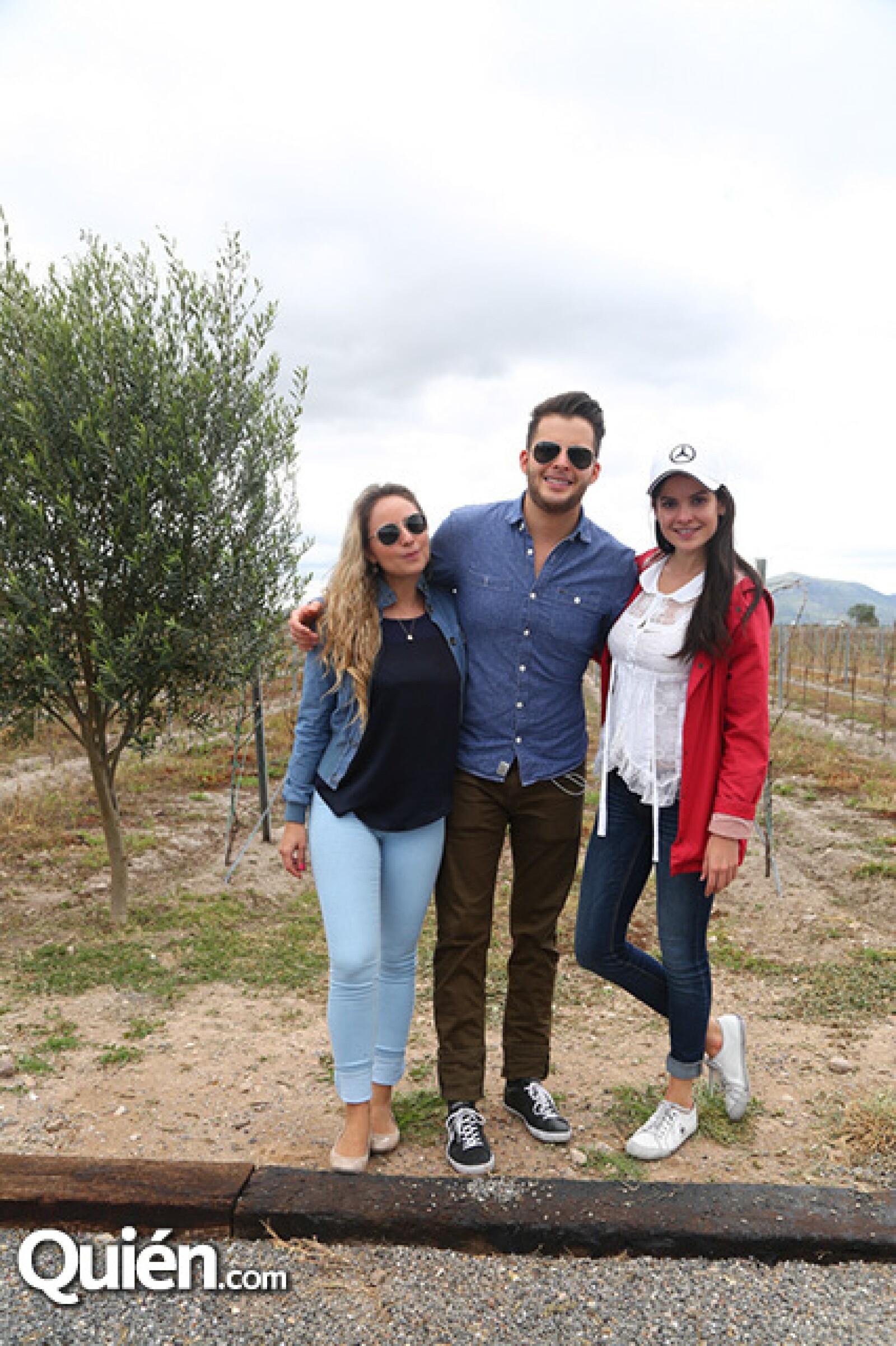 Caro Farías,Julio Vallado y Maby Navarro