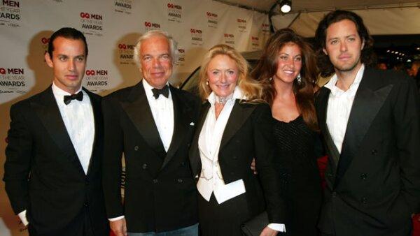 Los Lauren. Éste es sin duda uno de los apellidos con más renombre en la industria de la moda norteamericana, aunque originalmente el apellido de Ralph era Lifshitz. Hoy, además de Ralph, sus hijos Andrew, David y Dylan y su esposa Ricky, trabajan para la firma.