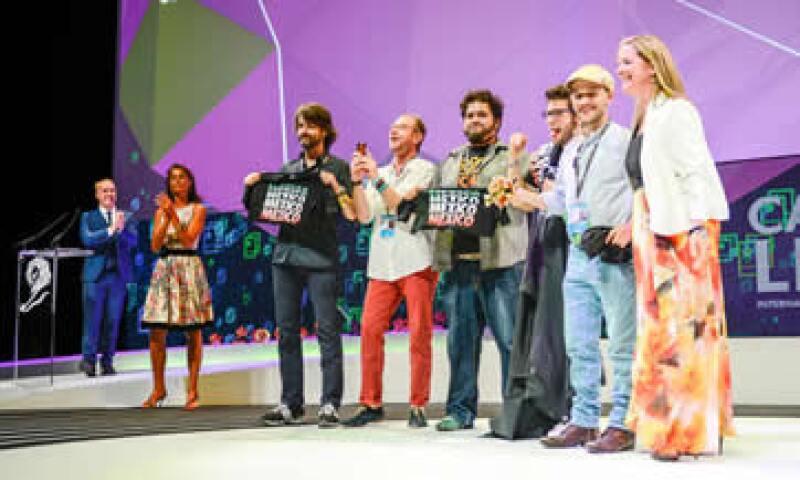 Los premiados subieron al escenario de Cannes Lions para recibir sus medallas. (Foto: Tomada de cannesenmexico.com)