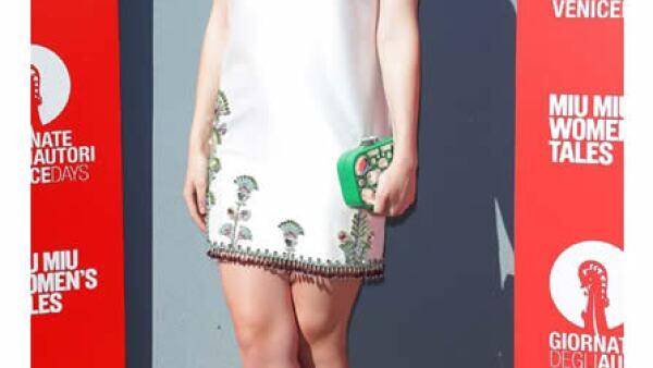 Dakota Fanning impactó con un mini dress Miu Miu, para asistir al evento de Miu Miu Women´s Tales en el Film Festival de Venecia.