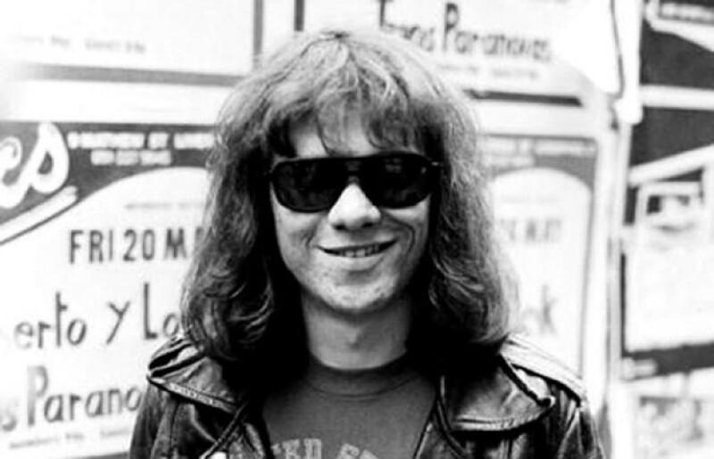 Tommy era el último de los sobrevivientes de la banda y falleció ayer a los 62 años de edad, aquí en su juventud.