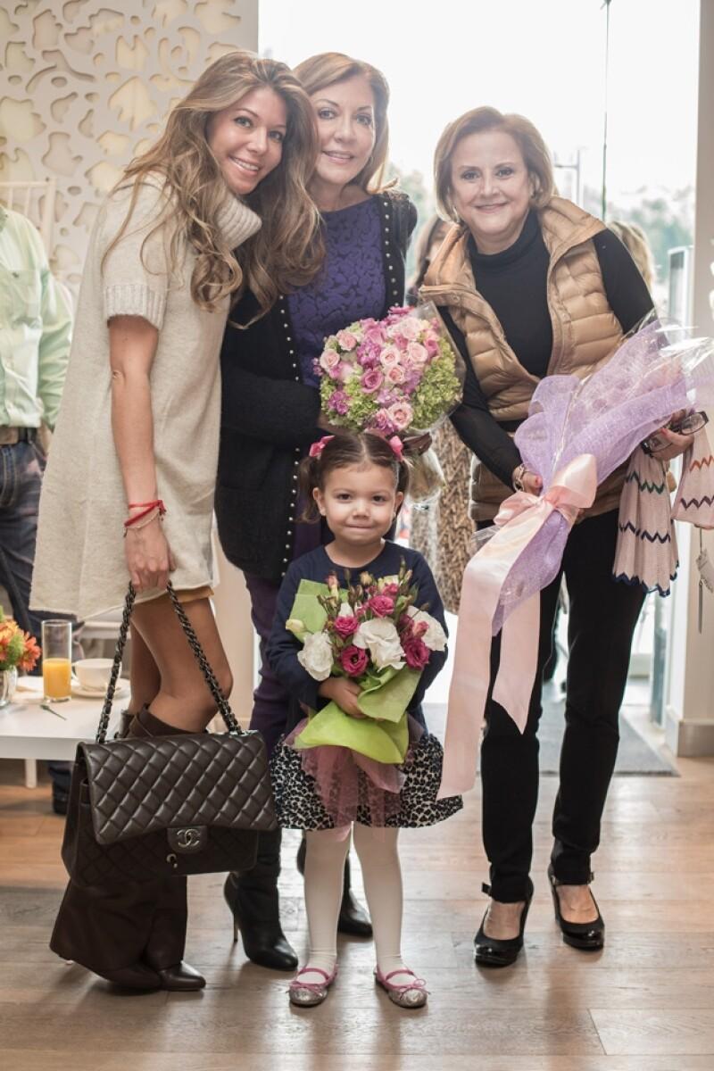 Paola y Lili Henaine con Estela Chedrahui y la pequeña Miranda.