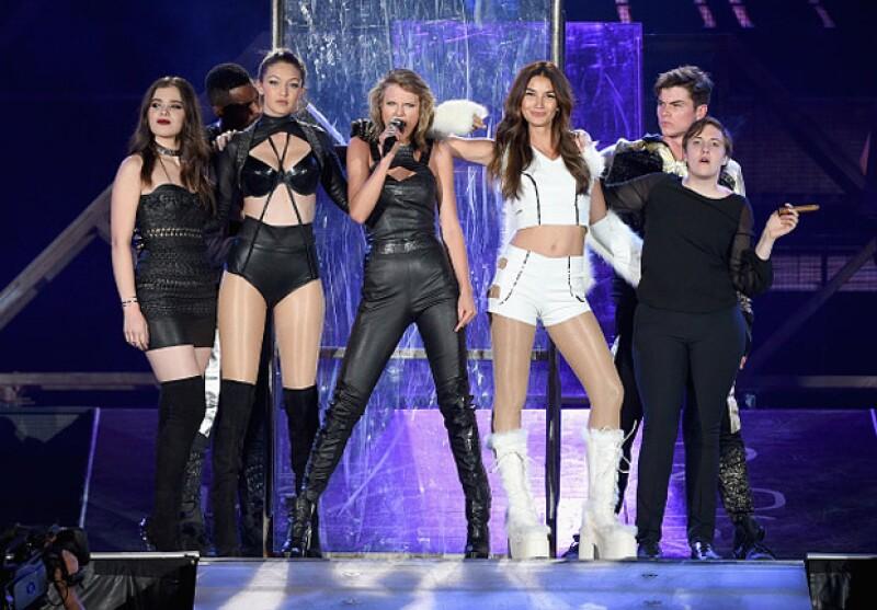 """Lena Dunham, creadora y actriz de la exitosa seria Girls, dijo haberse sentido mal y """"chubby"""" al lado de las amigas de la cantante al momento de subir al escenario."""