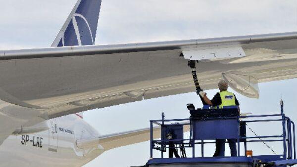 aviones cargando combustible