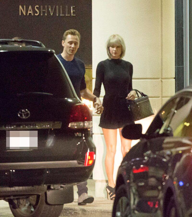 En Nashville, Tom conoció a los padres y a los amigos de Taylor.